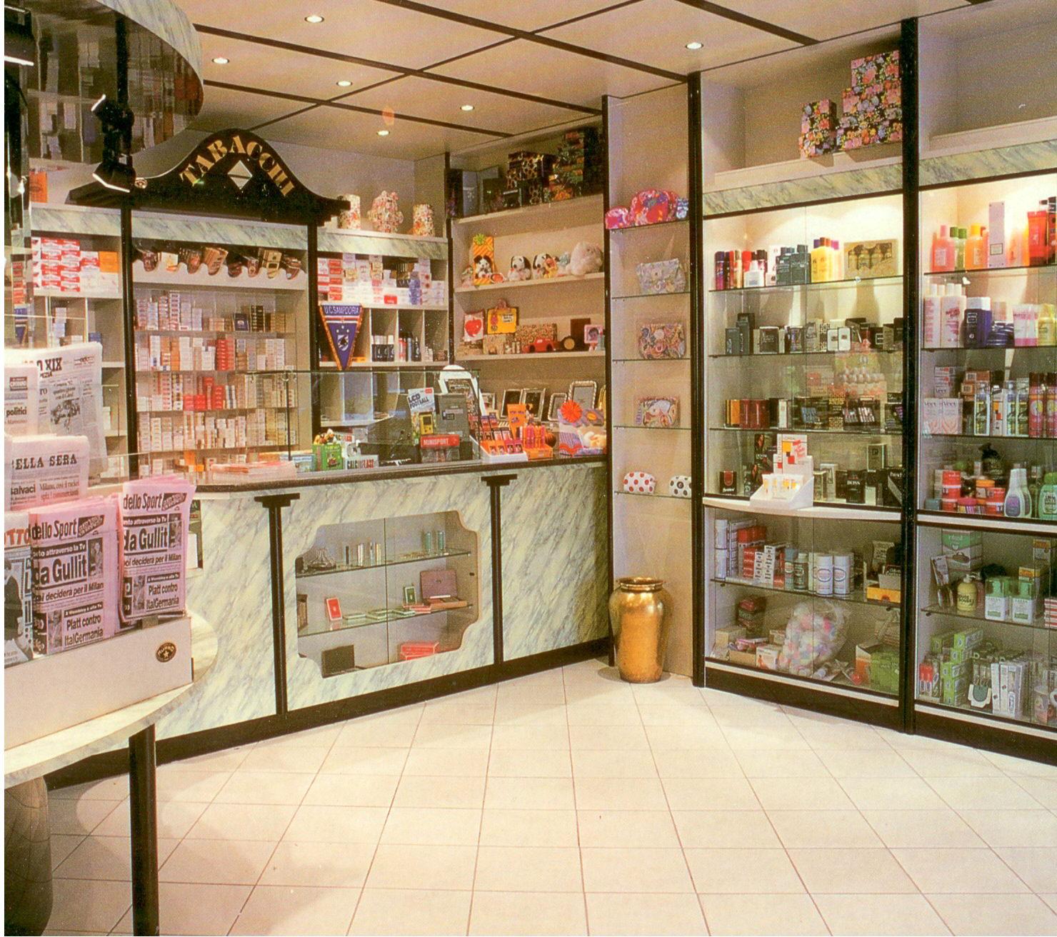 Arredo Negozio Parrucchiera Usato : Arredamento negozio parrucchiere ...