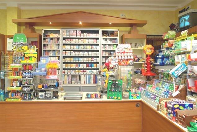 Arredamenti per tabaccherie compra in fabbrica a met for Arredamento tabaccheria prezzi