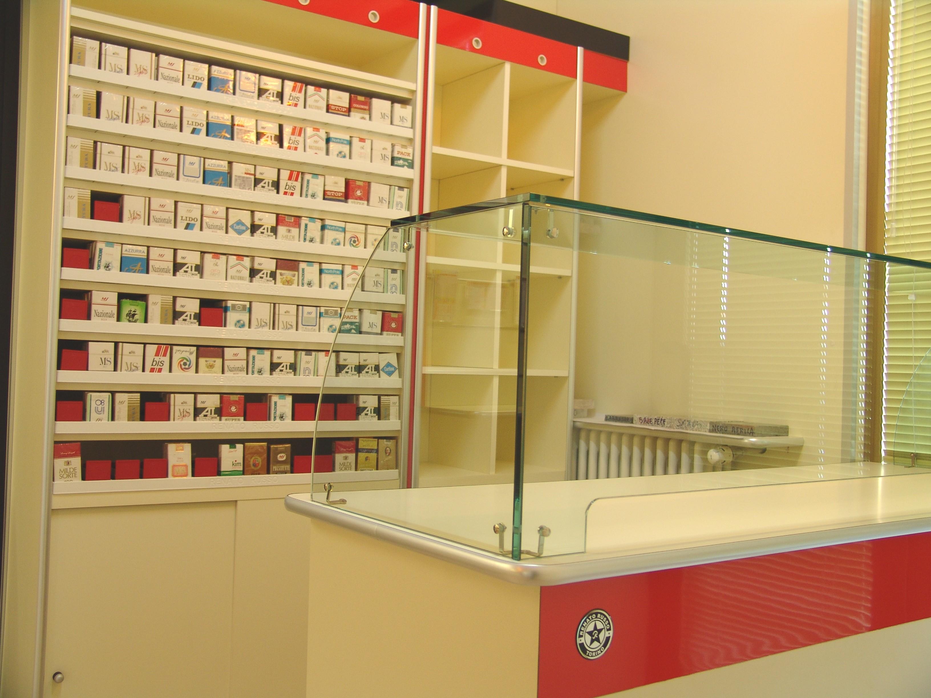 Arredamenti per tabaccherie compra in fabbrica scaffali for Fabbrica mobili torino